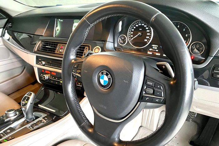 2013 – BMW 520I SPORTS 2.0 AT SILVER – SLW6849R full