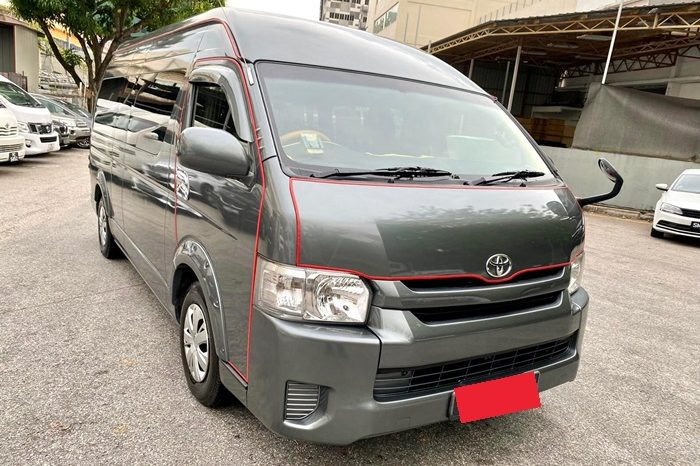 2015 – TOYOTA COMMUTER 3.0 AT GREY – PC3704C full